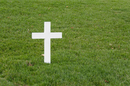 White cross alone on the grass at Arlington Stock fotó - 20153550