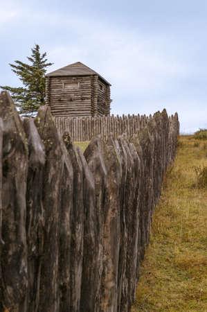 Estructuras de madera en la fortaleza más meridional del continente sudamericano en Chile Foto de archivo - 20260960