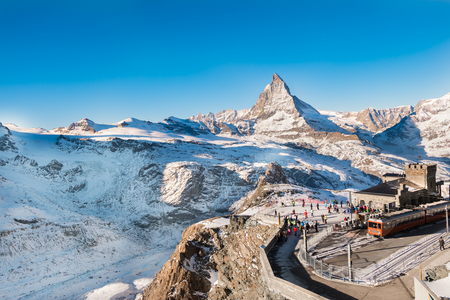 Skiers and snowboarder were preparing to ski at Gornergrat bahn train station with matterhorn peak view at the background of ski track. Zdjęcie Seryjne
