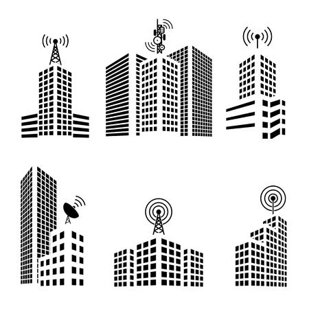 locales comerciales: Antenas en edificios en el conjunto de iconos de la ciudad