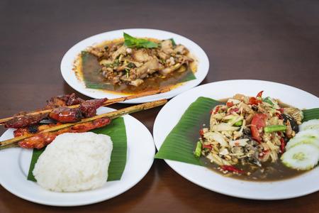 Green papaya salad with grilled chicken, Spicy Grilled Pork Salad, Nam Tok Moo. Thai northeast food. Zdjęcie Seryjne