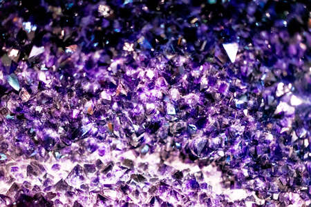 Purple gem crystal that resonates with shimmering light. Foto de archivo