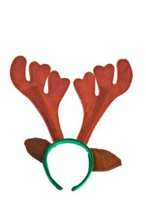 cintillos: Un par de cuernos de renos de juguete aislado en blanco