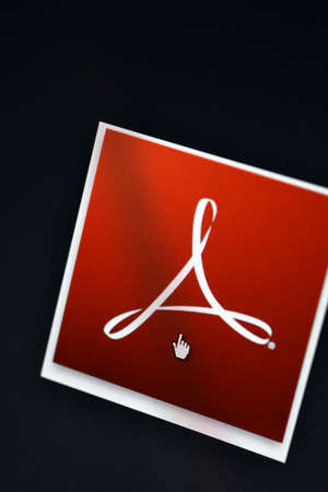ブカレスト、ルーマニア - 2013 年 3 月 9 日: Adobe Acrobat のロゴがコンピューター画面に表示されます。Adobe Acrobat は、表示、作成、操作、印刷および
