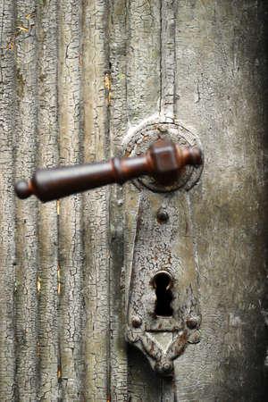 puertas viejas: El color del detalle de un mango de puerta de la vendimia