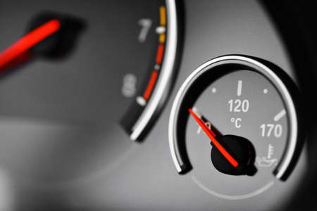 Color detail with the coolant temperature gauge in a car Standard-Bild
