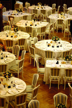 Shot from high angle with a dinner table in a restaurant Foto de archivo