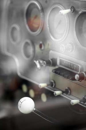 palanca de cambios: Detalle en una palanca de cambios autom�tica en un coche de �poca.