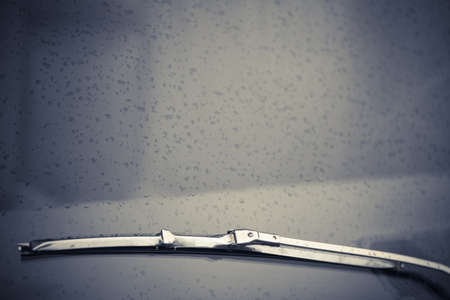 Horizontaal kleur shot van een antieke auto ruitenwisser.
