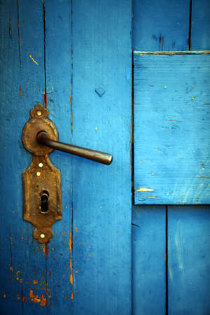 Color shot of a vintage door handle on a wooden blue door. Reklamní fotografie - 36224166