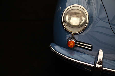 Color detail on the headlight of a vintage car. Imagens