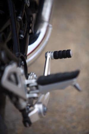 palanca de cambios: Imagen en color del pedal de la palanca de cambios de una motocicleta. Foto de archivo