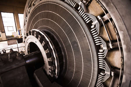Gros plan d'un stator d'un grand moteur électrique. Banque d'images