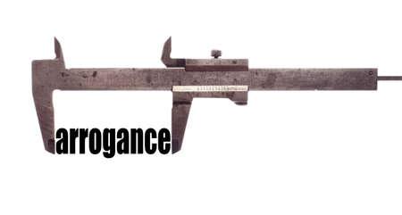 """arrogancia: tiro horizontal de color de una pinza y la medici�n de la palabra """"arrogancia""""."""