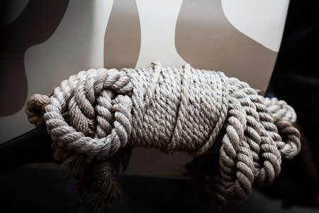 tied: Farbe horizontal Bild von einigen gebunden Seil. Lizenzfreie Bilder