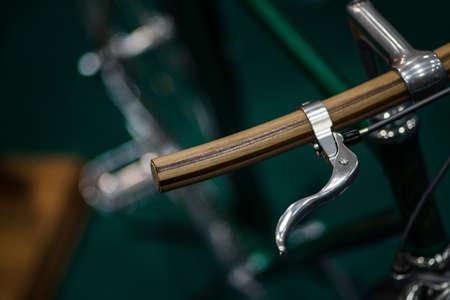 palanca: Color detalle tiró de la palanca de freno de una bicicleta de la vendimia.