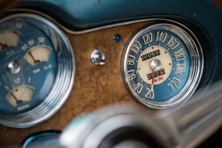 Color close up shot of a blue speedometer on a vintage car's dashboard. Stockfoto