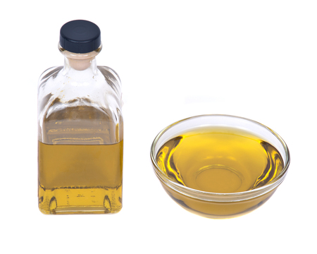 Extra virgin oil in bowl separated on white background Фото со стока - 54093727