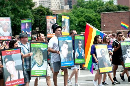 transexual: El amor no tiene fronteras, orgullo feliz, desfile de orgullo, Chicago, IL, EE.UU. - 26 de junio el año 2016 Editorial