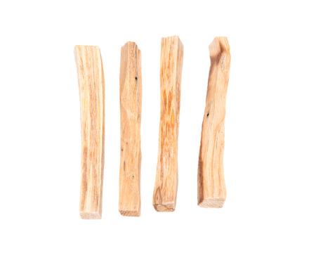 Palo santo smudging sticks geïsoleerd op een witte achtergrond