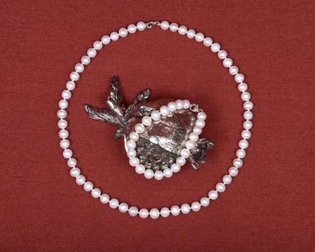 freshwater: Freshwater pearl necklace and pomegranate shabbat decoration