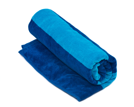 흰 배경에 고립 된 블루 이색 코튼 비치 타월