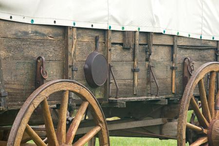 Overdekte vintage pionierwagen wilde westenstijl Stockfoto