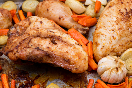 Roasted chicken, carrots, onion and garlic in metallic roaster oven pan Stok Fotoğraf