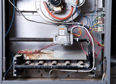 オープンホーム炉はちょうどクリーニングと修理の準備ができて