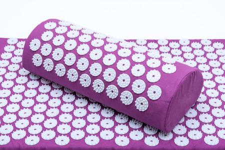 Tapis d'acupression et ensemble d'oreillers pour le soulagement des douleurs au dos et au cou et la relaxation musculaire. Soulage le stress, le dos, le cou et les douleurs sciatiques. Banque d'images