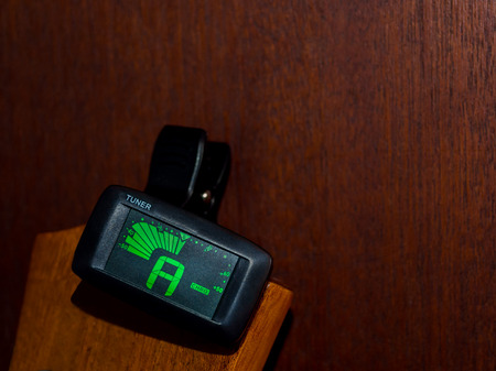 guitar tuner: Clip tuner for Guitar , A sound