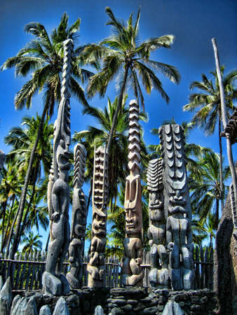 gods: Hawaiian Tiki Gods at Place of Refuge National Monument Stock Photo
