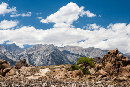 owens valley: Alabama Hills are a range of hills and rock formations near the eastern slope of the Sierra Nevada Mountains in the Owens Valley, west of Lone Pine in Inyo County, California. Though geographically-considered a range of hills, geologically They Are a pa