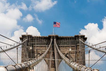 De Brooklyn Bridge is een brug in New York City en is een van de oudste hangbruggen in de Verenigde Staten. Het werd voltooid in 1883 en verbindt de stadsdelen Manhattan en Brooklyn