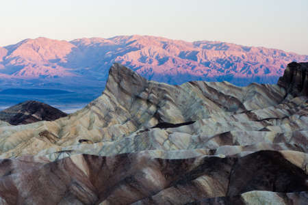 reisen: Zabriskie Point is a part of Amargosa Range located in east of Death Valley in Death Valley National Park in the United States noted for its erosional landscape.