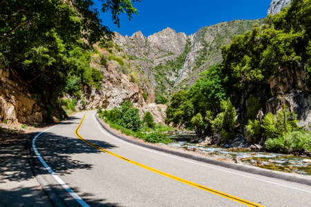 kings canyon national park: Kings Canyon Scenic Byway, Highway 180, Kings Canyon National Park, Southern Sierra Nevada, California, USA.