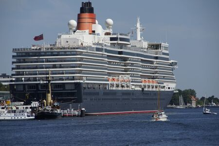 The cruise ship Queen Elizabeth is visiting Kiel at 07 24 12
