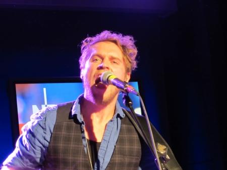 musik: Der Singer-Songwriter Johannes Oerding  beim exklusiven Stars@NDR2 Konzert  - The Singer-Songwriter Johannes Oerding during an exklusive concert