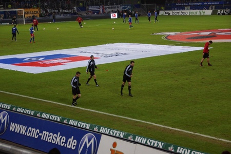 The football referee are warming up themselfs before the match