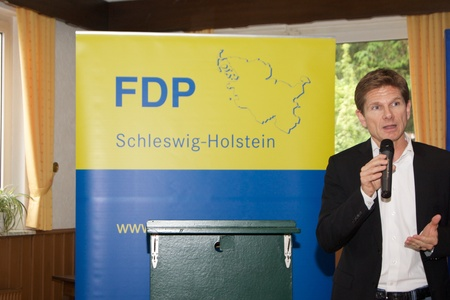 deputy: Dr. Heiner Garg, former Social Affairs Minister and Deputy Prime Minister of Schleswig-Holstein and the state chairman of the FDP Schleswig-Holstein, gives a speech