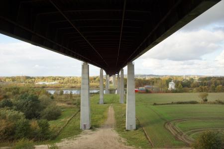 De Rader viaduct met de snelweg A7 op het in de buurt Rendsburg over het kanaal van Kiel Stockfoto