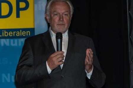 parlamentario: El famoso pol�tico y candidato parlamentario FDP Wolfgang Kubicki durante una reuni�n de la campa�a electoral del FDP en Kiel en el Sal�n
