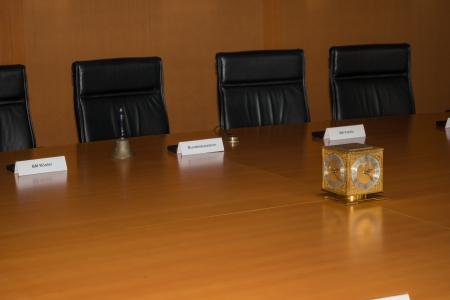 chancellerie: La salle du Cabinet int�rieur de la Chancellerie f�d�rale, Accueil de la chanceli�re et le personnel de la Chancellerie