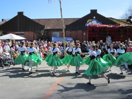 midsummer pole: Dancing around the maypole Editorial