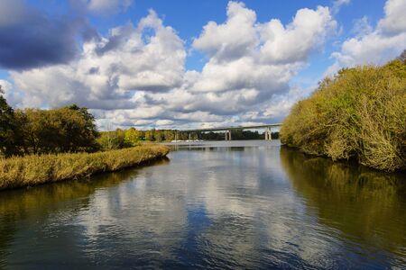 Het viaduct Rader met de snelweg A7 op in de buurt van Rendsburg via het kanaal van Kiel