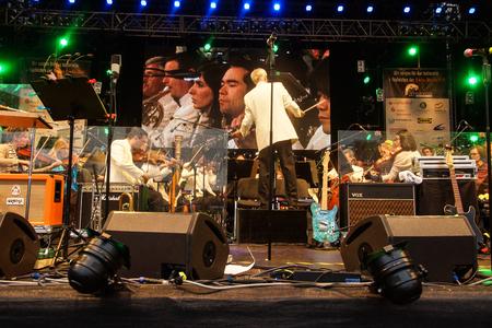 chris: Kiel, Alemania 27nd junio de 2014 Rock meets Classic en la Kieler Woche 2014 con Andr Schoch, Emily Intsiful de La Voz de Alemania y Chris Thompson fromer Voz de Manfred Mann Editorial