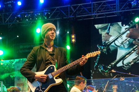 mann: Kiel, Germany  27nd June, 2014  Rock meets Classic at the Kieler Woche 2014 with Andr� Schoch, Emily Intsiful from  The Voice of Germany  and Chris Thompson fromer Voice of Manfred Mann