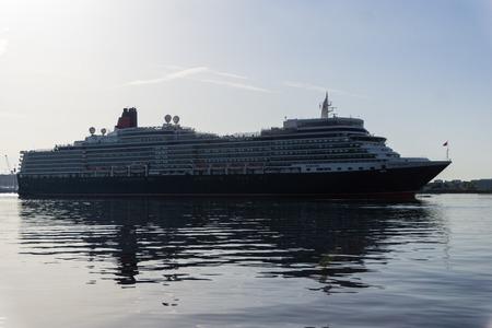 elisabeth: Kiel, Germany. 11th July, 2015. The cruise ships AIDAcara and Queen Elisabeth are visiting Kiel