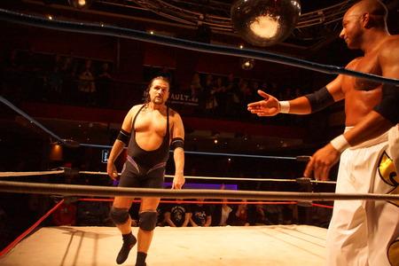 키엘, 독일. 2018 년 1 월 20 일. App Singh과 전 WWE 및 TNA Wrestler Joe E. Legend 간의 최대 챔피언십 경기 에디토리얼