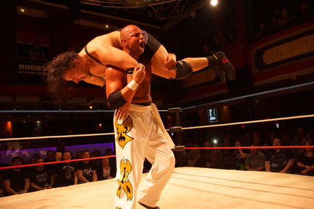 Kiel, Germany. 20th Jan, 2018.The the fight between App Singh and former WWE and TNA Wrestler Joe E. Legend for the Maximum Championship Stock Photo - 94169791